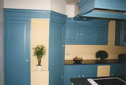 Retro Design Keuken : Retro keuken met kaderstijlen en bossing panelen bergkasten met