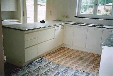 witte laminaat keuken, zicht voorbereiding natte zone, Meubels Ideeën