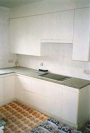 witte laminaat keuken, zicht kook zone  interieurbouw de clercq, Meubels Ideeën