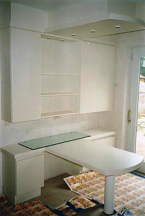 witte laminaat keuken, algemeen zicht met geïntegreerdede tafel, Meubels Ideeën