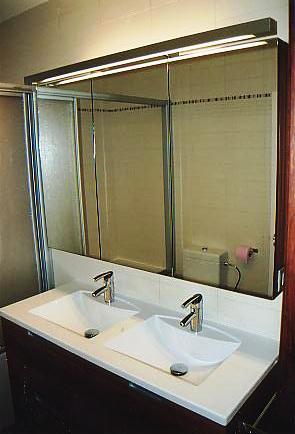 Badkamer wasbakken met spiegelkast – Interieurbouw De Clercq