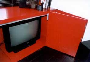 Rode Satijnglans Gelakte Hi Fi Kast Detail Tv Zone